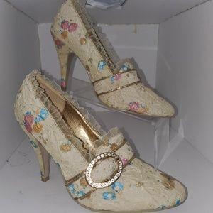 Ellie Victorian style 3.5 in heel size 8.5